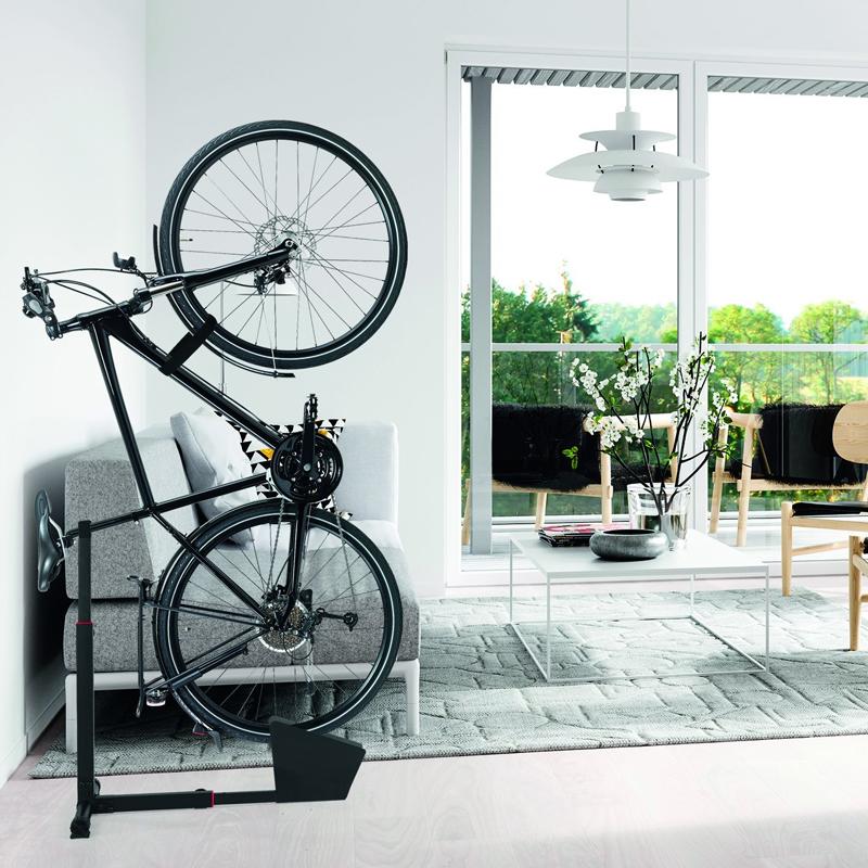 Soporte vertical para guardar bicicletas en poco espacio