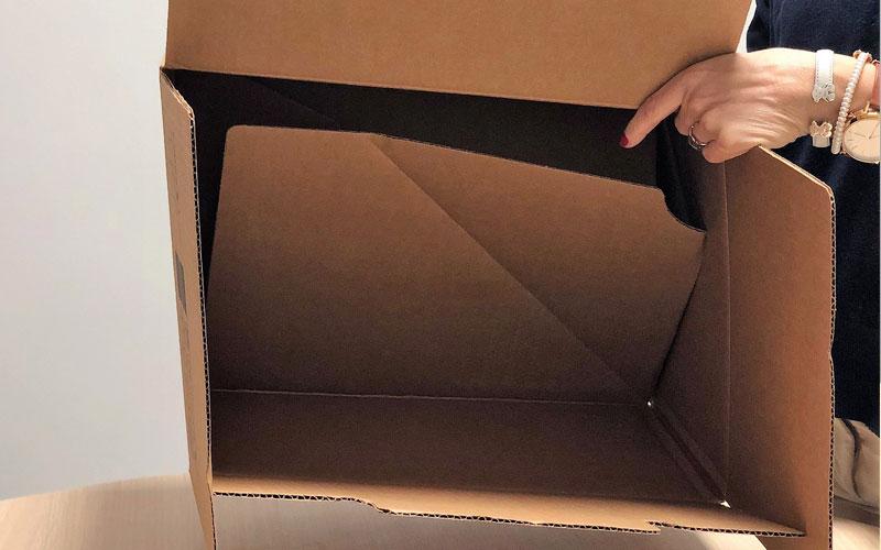 Caja de cartón para envíos grande abierta