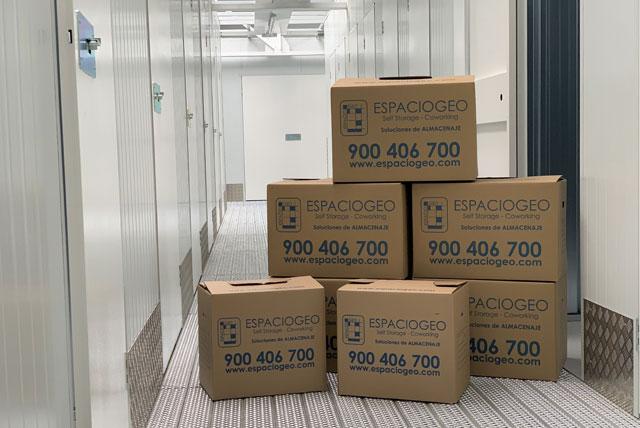 Cajas de varios tamaños. Espaciogeo Centro Madrid Oeste